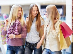 Teenage-girls-gossip-on-shopping-and-sale-in-daily-life